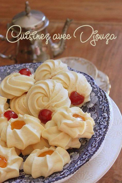 Voici une recette de pâte à biscuit facile pour gâteaux ou petits fours algériens à proposer pour la fête de l'Aid el kebir. Faire une pate à biscuits