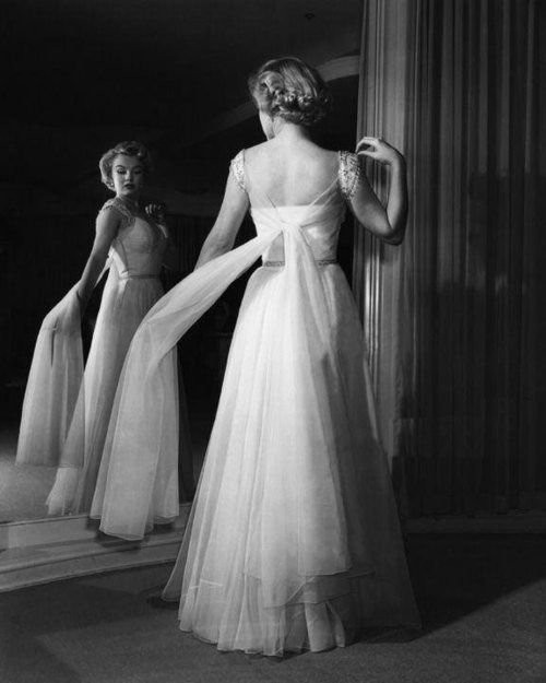Marilyn Monroe In An Advertisement For Saks Fifth Avenue
