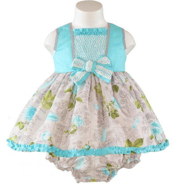 Miranda textilesin kaunis ja laadukas mekko sekä siihen kuuluvat housut.