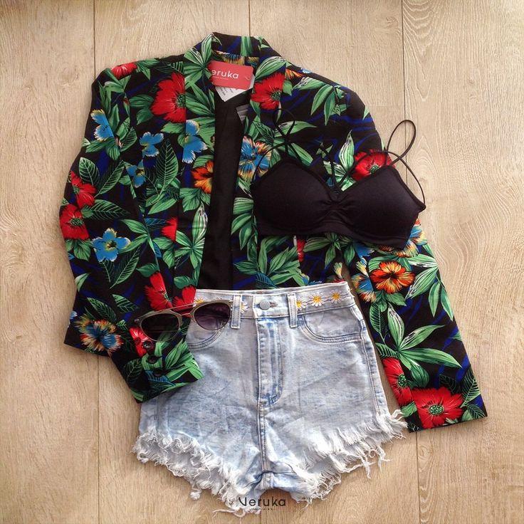 Chaqueta estampada (Flores) Shorts Claro tiro alto (Denim, Margaritas, Deshilachado) Bustier, Bralette Gafas de sol