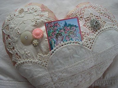 Snowman Hill: Easy! - Valentine Heart Pillows- Tutorial ... http://www.snowmanhill.com/2010/01/easy-valentine-heart-pillows-tutorial.html