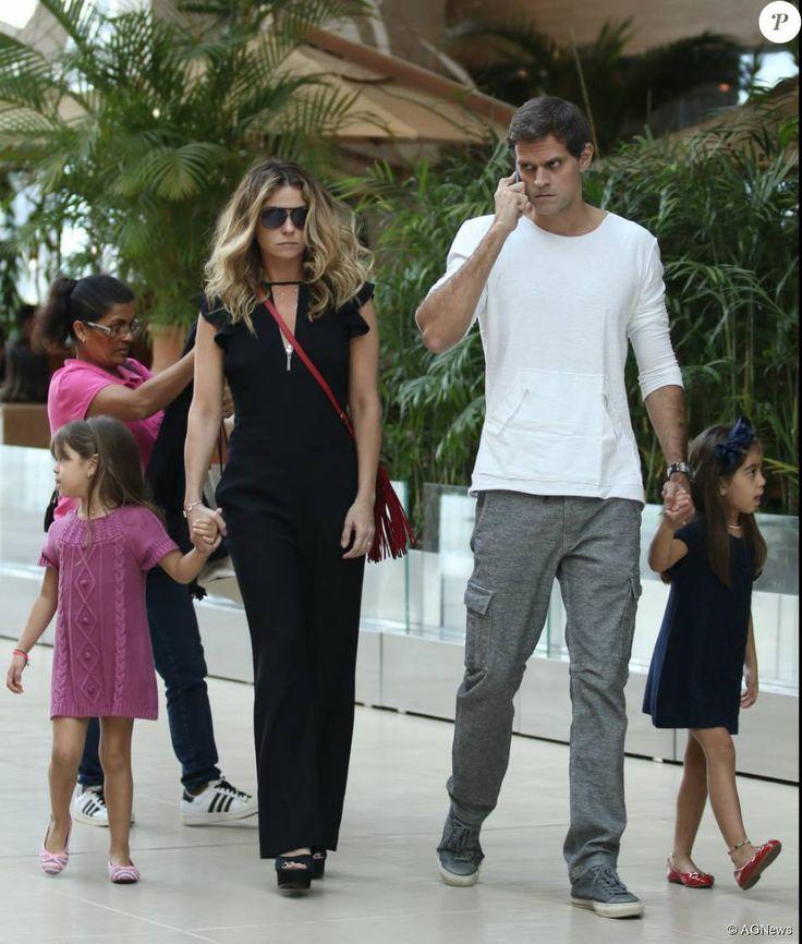 Ao lado das filhas e do marido, Giovanna Antonelli passeia em shopping no Rio durante a tarde