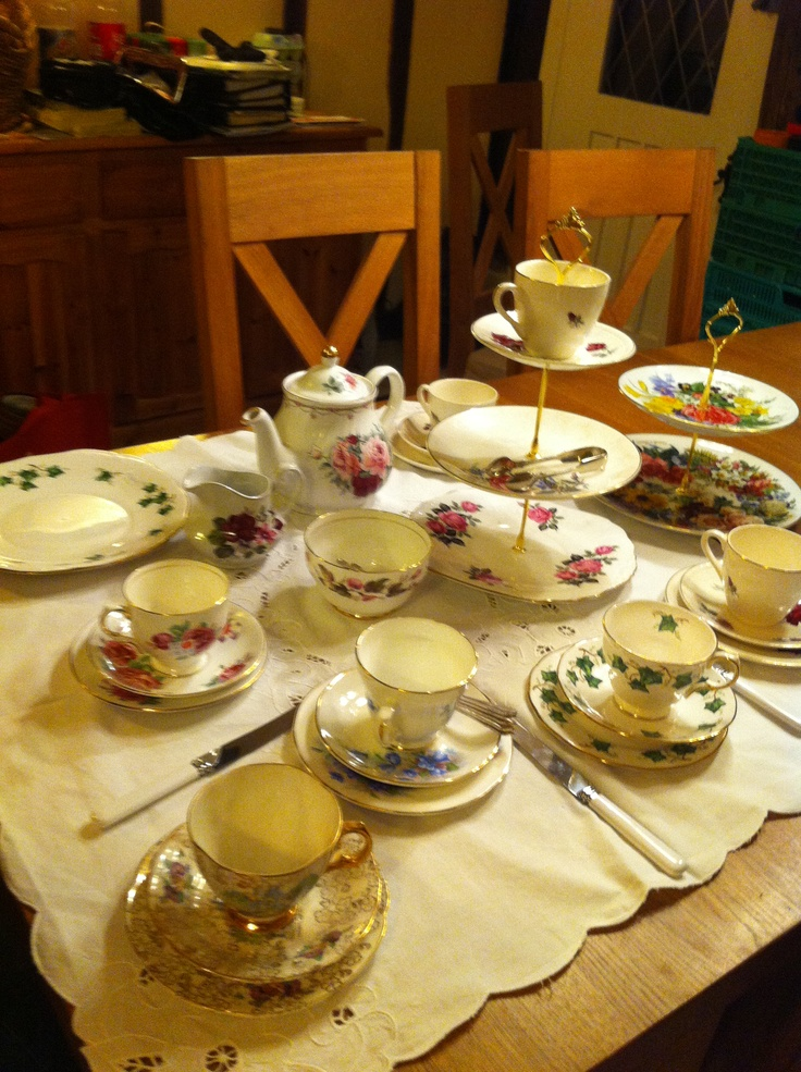 collecting every little bit of vntage crockery we can so much fun !