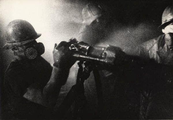 Minatori in perforazione nella miniera di pirite di Boccheggiano (GR). Foto di Federico Patellani (08/07/1968).