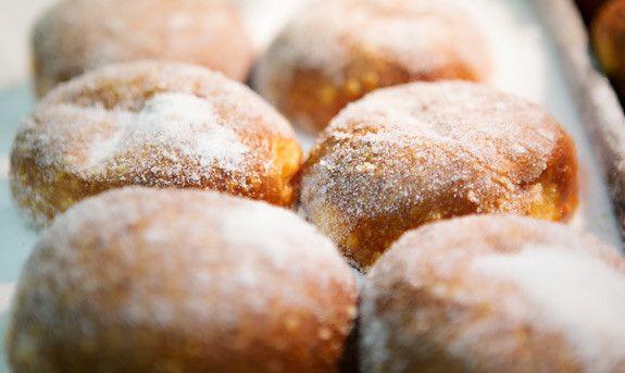 OAHU MUST EATS: Malasadas from Leonard's Bakery