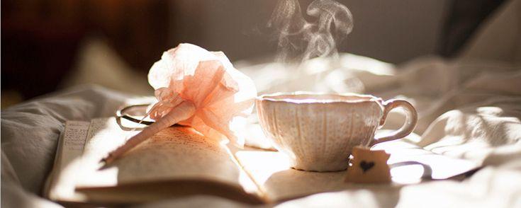 Jak przygotować romantyczne śniadanie do łóżka? Pomysł na rocznicę i Walentynki.