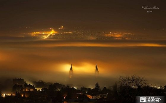 Fehér karácsony, csak kicsit másképp: csodaszép fotók készültek a ködben úszó karácsonyi Magyarországról. Bónuszként egy timelapse videót is felvettek Budapestről, ahol a köd felett jöttek-mentek a csillagok.