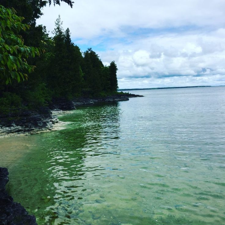 It's no wonder Door County, Wisconsin is a popular place for tourists and locals alike, Natural beauty and so many things to see and do. Here's my list of my 10 favorite things to do in Door County #doorcounty #wisconsin #miswesttravelbloggers