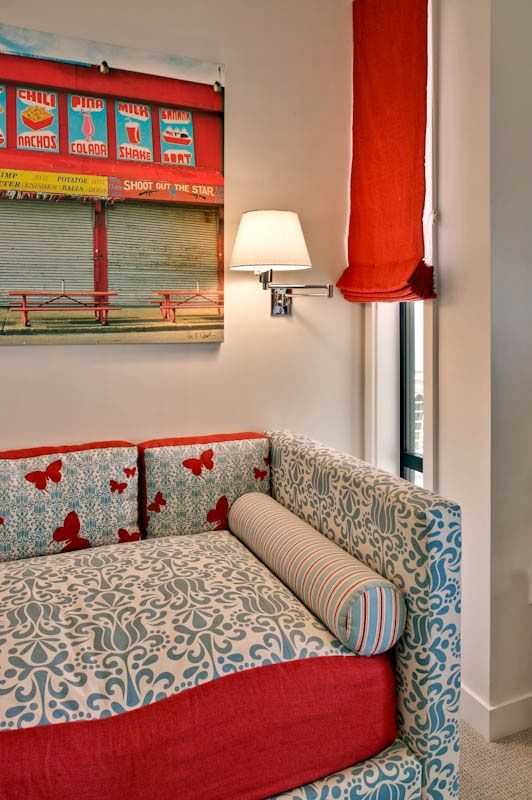 Upholstered daybed: Girls Daybeds, Kid Rooms, Upholstered Daybeds, Bedrooms Red, Linens Romans Shades, Red Romans, Blue Girls Bedrooms, Modern Design, Kids Rooms