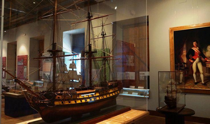 Maquetas de naves inglesas, francesas y españolas que se exponen en el museo de Artillería de la Cavada