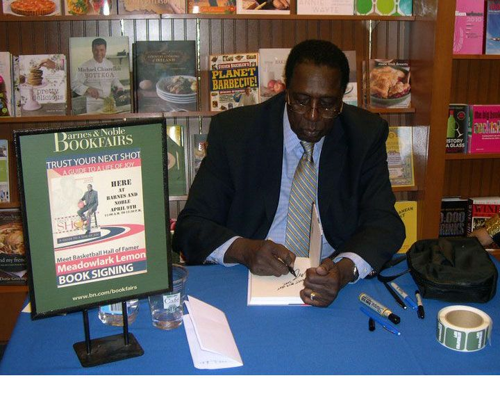 Meadowlark Lemon signing his new book at Barnes & Noble in Portland, Oregon just before heading off to do a charity game at Portland State University