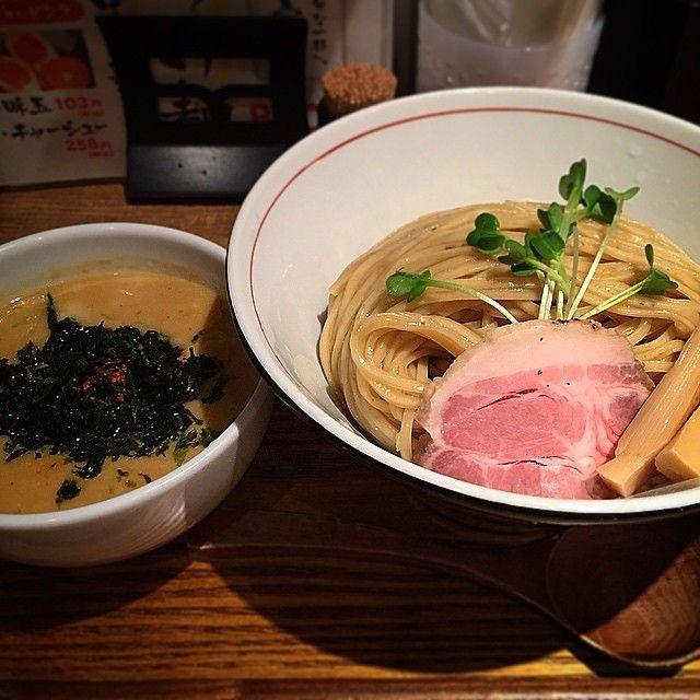 昨日の2軒目(締め)ですが、大阪市の阿倍野にある「麺と心7」で雲丹白湯つけ麺をただきました!  こちらは魚介白湯専門店です☆  濃厚な雲丹のつけ汁が麺に絡み、食べ終わる頃にはつけ汁がほとんどなくなっていました!  美味かったです☆  Yesterday, I ate soup less noodles at Osaka☆  The taste of soup is sea urchin & seafood!  #日本 #大阪 #阿倍野 #ディナー #肉 #チャーシュー #麺スタグラム #ラーメン #ラーメンインスタグラマー #ラーメン部 #グルメ #東京カメラ部 #大阪カメラ部 #俺の一人反省会 #ウニ #つけ麺 #japan #osaka #instajapan #instadaily #food #dinner #ramen #Noodles #meat #Gourmet #good #fresh #yummy #nice