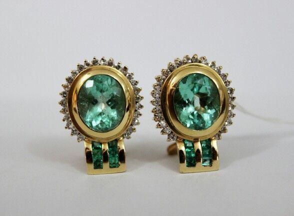 Aretes con  esmeraldas Y diamantes. Sistema omega