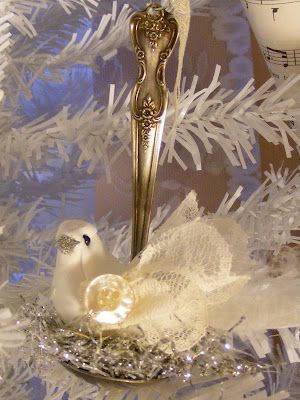 Bird in a bent spoon by http://creatingmyselfcreatively.blogspot.com