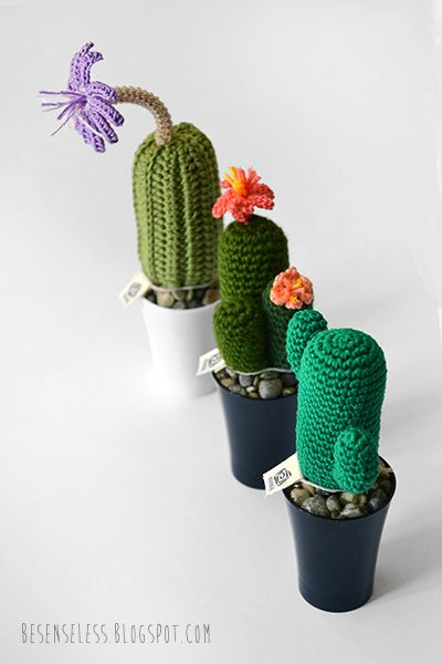 amigurumi crochet cactus in plastic pots - cactus all'uncinetto in vasi di plastica - besenseless.blogspot.com