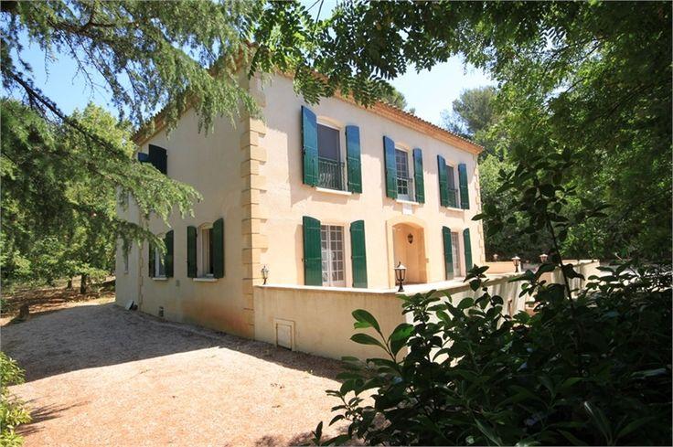 Jolie bastide à vendre chez Capifrance dans la campagne Aixoise.     > 216 m², 7 pièces dont 5 chambres.     Plus d'infos > Jean-Luc Ferrandis, conseiller immobilier Capifrance.