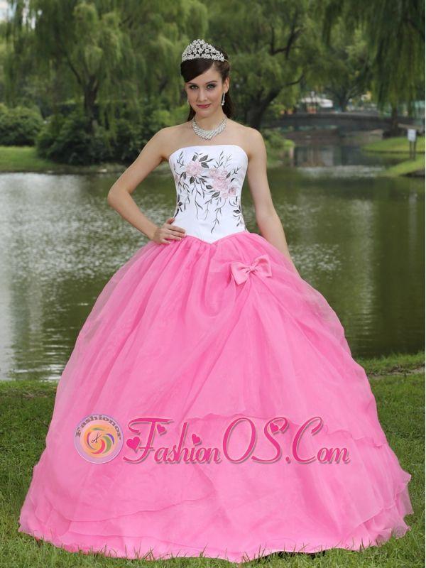 Excelente Prom Vestidos Truro Ideas Ornamento Elaboración Festooning ...