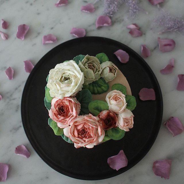 입춘  어서오렴 ~  봄맞이 대청소 🌱  #busanflowercake #wowowcake #flowercake #buttercreamflowercake #buttercreamcake #와우와우케익#부산플라워케익#플라워케이크