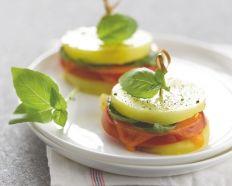 Mini-burger de pommes de terre, tomate et cheddar