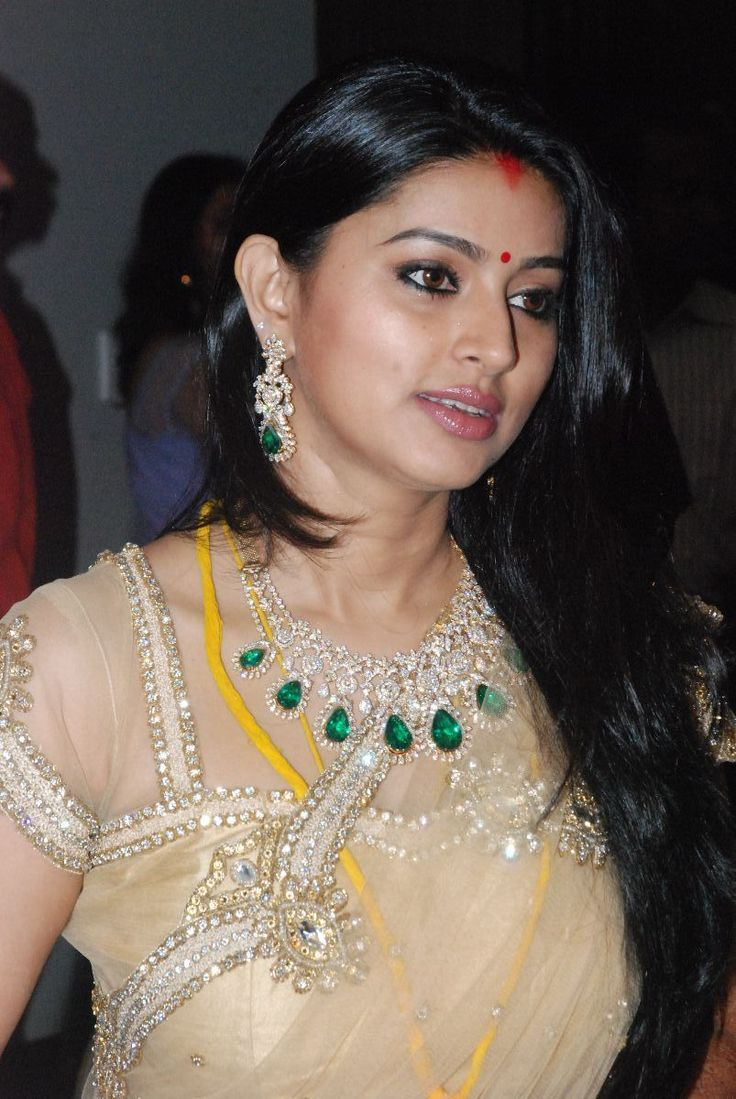 Jyothika traditional sari at shobi wedding saree blouse patterns - Sneha Prasanna S Wedding Reception