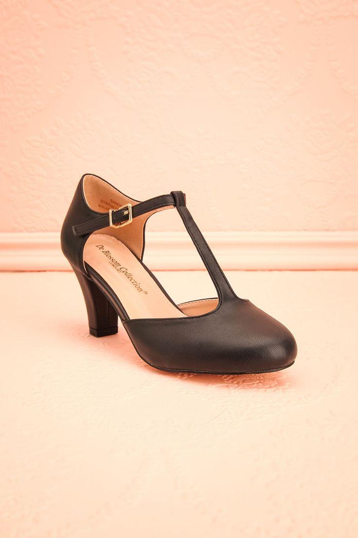 Les années 50 s'emparent de votre style et vous habillent de la tête aux pieds; vous êtes prête à vivre la vie d'une femme distinguée.  The 50s have taken over your style from head to toe; you're now ready to live as a distinguished lady. Black faux-leather medium heel T-strap shoes www.1861.ca