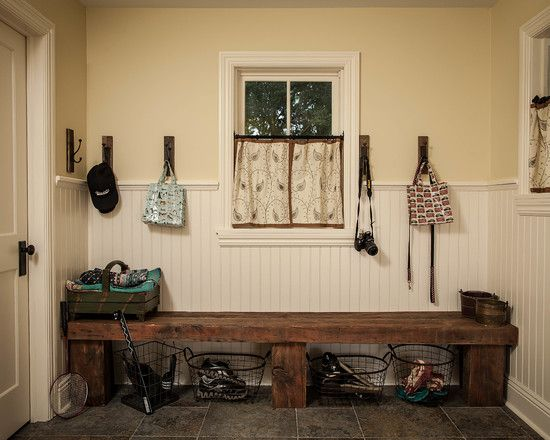 Comfortable farmhouse design for the family living for Farmhouse mudroom ideas