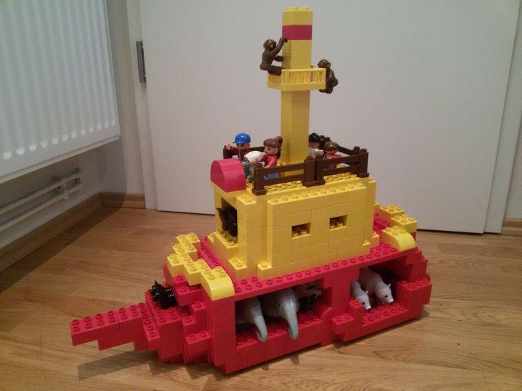 Hier siehst du die Arche Noah aus LEGO® Duplo. Diese und weitere Bauideen gibt es auf BRICKaddict.de - einem Blog für LEGO® Duplo Inspirationen und Bauvorlagen.