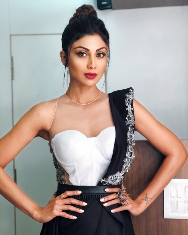 "20.4k Likes, 178 Comments - Shilpa Shetty Kundra (@theshilpashetty) on Instagram: ""Bling vibe in @sonaakshiraaj outfit, @shopscarletsage , New year episode for Superdancer 2! Styled…"""