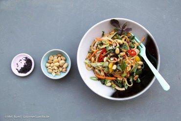 Asiatische Sommernudeln mit cremigem Erdnussdressing  GourmetGuerilla.de
