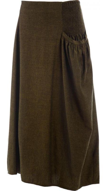 """</p> <p class=""""p1"""">Saia de silhueta abalonada e assimétrica, em cambraia de algodão cor verde.</p> <p class=""""p1"""">Comprimento pela canela.</p> <p class=""""p1"""">Ajustável na cintura através de vários franzidos paralelos de linha elástica na parte esquerda do cós com um bolso franzido em baixo até à bainha.</p> <p class=""""p1"""">Com várias pinças assimétricas para c..."""