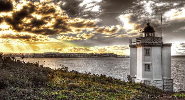 Faro de Mera - Costa de Dexo - Oleiros by Tavoado, via Flickr