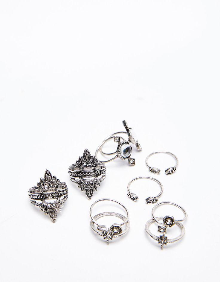 Set anillos bohemios. Descubre ésta y muchas otras prendas en Bershka con nuevos productos cada semana