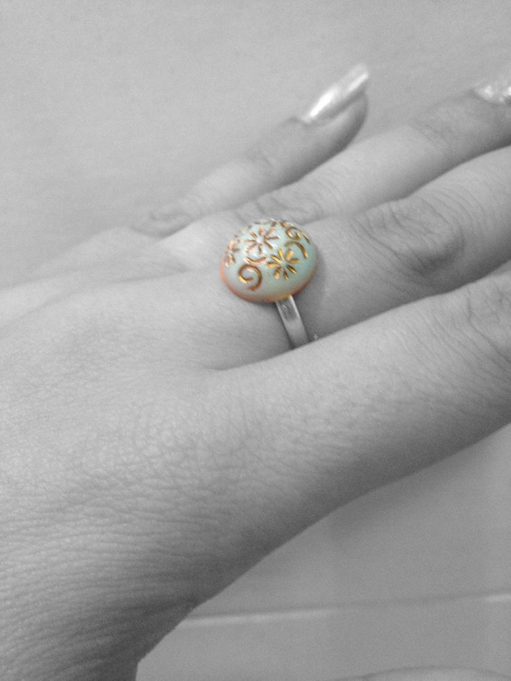 Ring made of button missaiv