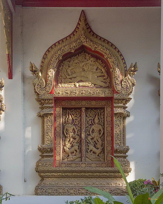 2013 Photograph, Wat Phan On Phra Wiharn Window, Tambon Phra Sing, Mueang Chiang Mai District, Chiang Mai Province, Thailand. © 2013.  ภาพถ่าย ๒๕๕๖ วัดพันอ้น หน้าต่าง พระวิหาร ตำบลพระสิงห์ เมืองเชียงใหม่ จังหวัดเชียงใหม่ ประเทศไทย