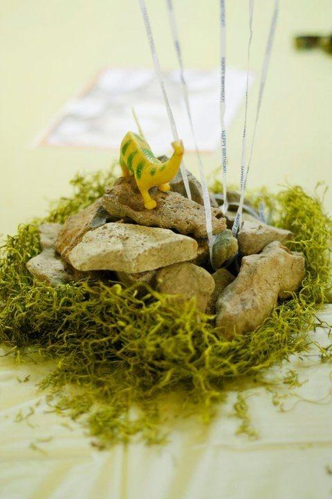 Cute decorations for dinosaur party cash 39 s 2nd birthday for Dinosaur decor