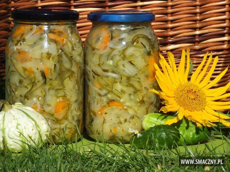 Dzisiaj budzimy Was z rana świetnym przepisem na cudną sałatkę z cukinii i ogórków :)   Na zimę będzie jak znalazł:  http://www.smaczny.pl/przepis,szybka-salatka-z-cukinii-i-ogorkow  #przepisy #przetwory #sałatka #ogórki #cukinia #warzywa #lato