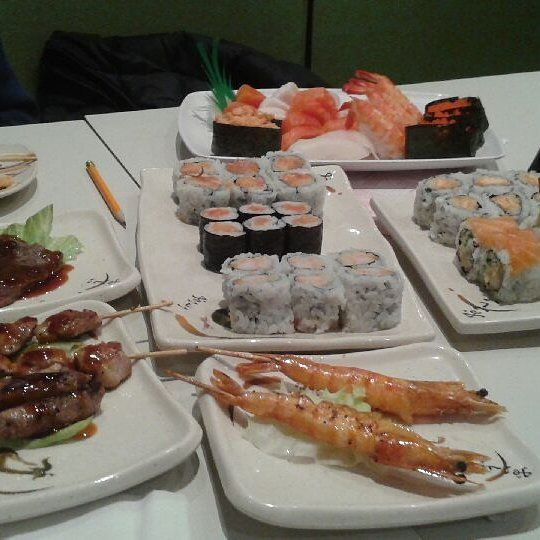 tonights first course. 16 more dishes followed. #sushi #Asian #japanesefood #fish #salmon #roe #shrimp #rice #sashimi #maki #foodporn #Toronto #Ontario #Canada #dinner #instapic #instagood #instalike #like4like #followforfollow #photooftheday #friday #tgif #beef #tataki #ribs #shortribs #steak #chicken by howard3358