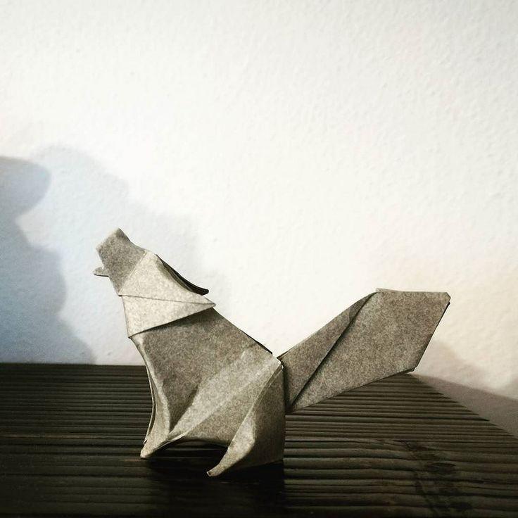 Origami Wolf Model by Jo Nakashima & Camilla Zeymer #origami #wolf #nature #animal #papiroflexia #paperfolding #paper by Luca De Giorgi