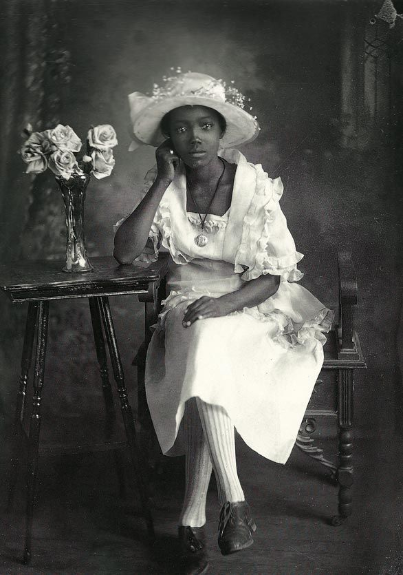 """""""A Southern Belle"""" - 1920/30 by Richard Samuel Roberts. More in article at link. He worked in Columbia, South Carolina. Compare to a crop of same shot at  http://pinterest.com/pin/38702878019415240/  - interesting how cropping changes the effect!"""