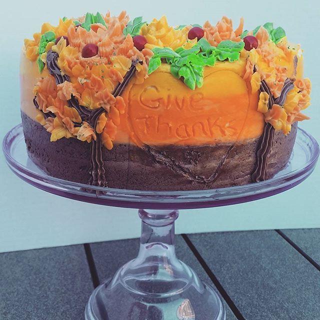 Give Thanks!💖  -  -  #happythanksgiving #thanksgiving #canada #family #fall #buttercream #vanilla #sweetboucakes #instacake #cakegram #cakesofinstagram #tdot #bramptoncakes