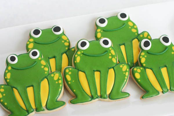 Frog Cookies.  :)  Here you go, Sheryl!  These are cute for the frog jumping event y'all have!