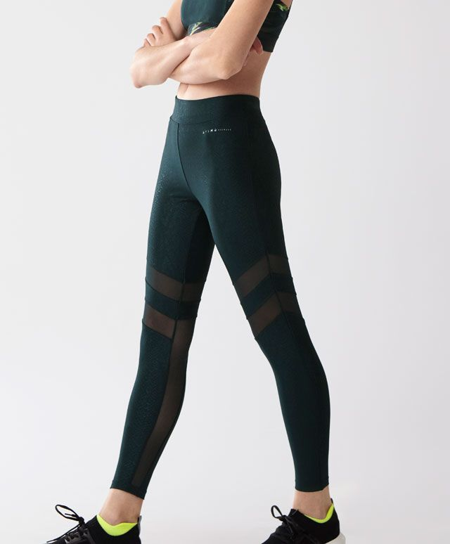 Snake leggings - New In - Spring Summer 2017 trends in women fashion at Oysho online. Find lingerie, pyjamas, slippers, nighties, gowns, fluffy, maternity, sportswear, shoes, accessories, body shapers, beachwear and swimsuits & bikinis.