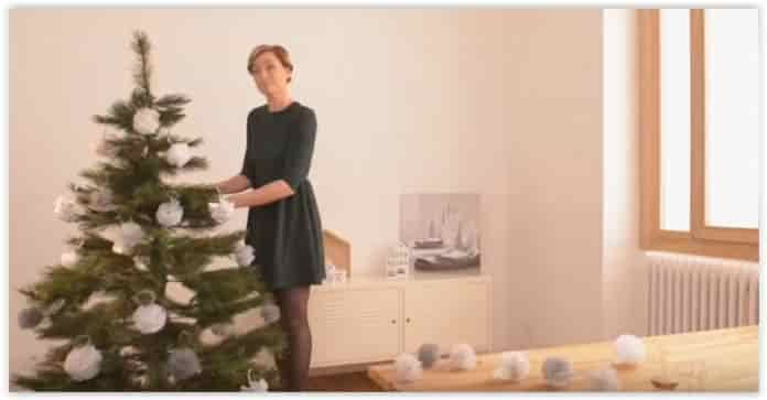 idée deco sapin de noel guirlande boule noel artificiel Comment décorer son sapin de Noël ? Cette année vous réalisiez de vos proprement votre décoration de Noël nous vous dévoilons quelques été facile pour sublimer votre enfant de jolies créations allez c'est parti décoration de Noël durée du tutoriel 2h30 vous aurez besoin de tissu de fil d'une aiguille de une équerre guirl   #aérosoles #argent #bébés #bomber #boules #couleurs #customiser #deco #decora