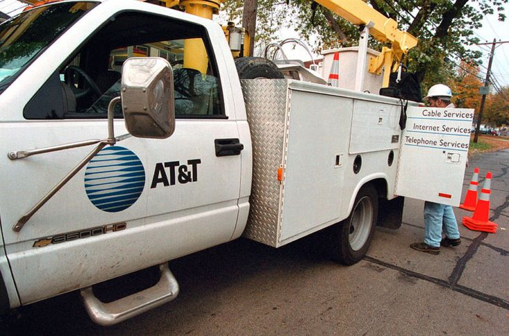 Enlarge / An AT&T truck in 2000. Getty Images | Tim Boyle     AT&T is failing to provide fast Internet service to many customers and is doing a poor job maintaining old copper phone networks, mayors and other elected officials from California and Nevada said yesterday. The officials... http://garageshark.com/mayors-slam-att-for-slow-internet-long-phone-outages/