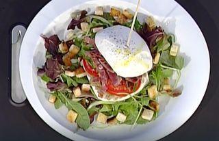 Cercate idee fresche e leggere per i pranzi e le cene estive? Il panino di mozzarella è un secondo che fa proprio al caso vostro, è buonissimo, sofisticato e molto saporito. Il panino è fatto dalla mo