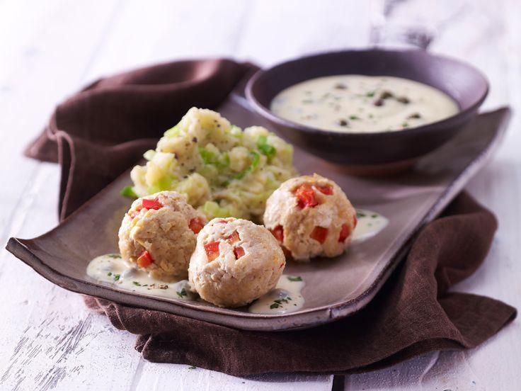 Die Veggie-Variante der Fleischklösschen. Tofuklößchen mit Kapernsauce - und Kartoffel-Spitzkohl-Stampf - smarter - Kalorien: 435 Kcal - Zeit: 50 Min. | eatsmarter.de