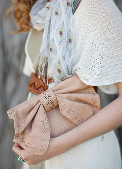 adore this clutch