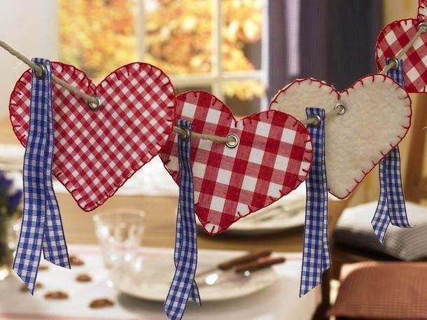 """Oktoberfest-Deko basteln: Herzgirlande </b>Redaktions-Tipp zum Selbermachen: Da schwebt doch Liebe in der Luft! Das jedenfalls vermittelt die süße Herzgirlande. Herzerweichend: Die Girlande eignet sich auch am Valentinstag, um den Liebsten zu überraschen.</p><p><b> <a href=""""/artikel/948371/ansicht.html"""">Oktoberfest-Deko basteln: """"Herzgirlande"""" >></a>"""
