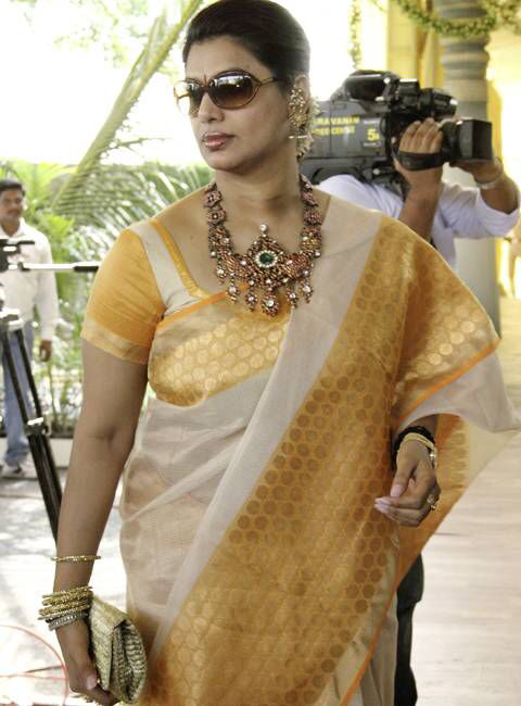 Pinky reddy, always elegant... Here in a tissue Kota by Vidhi Singhania