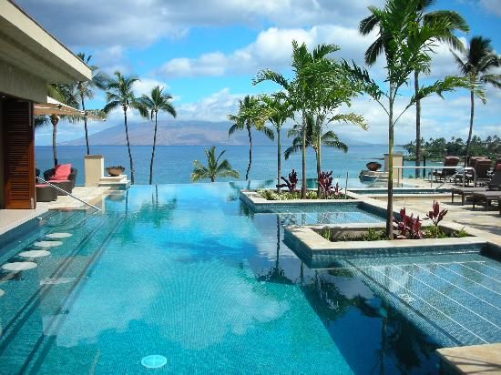 Four Seasons Resort Maui at Wailea, Hawaii, USA. This infinity pool is 120-feet long with a swim-up bar right next to Wailea Bay.
